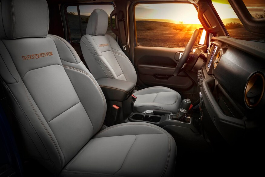 16-jeep-gladiator-mojave-package-side-bolster-front-seats-with-orange-stitching.jpg