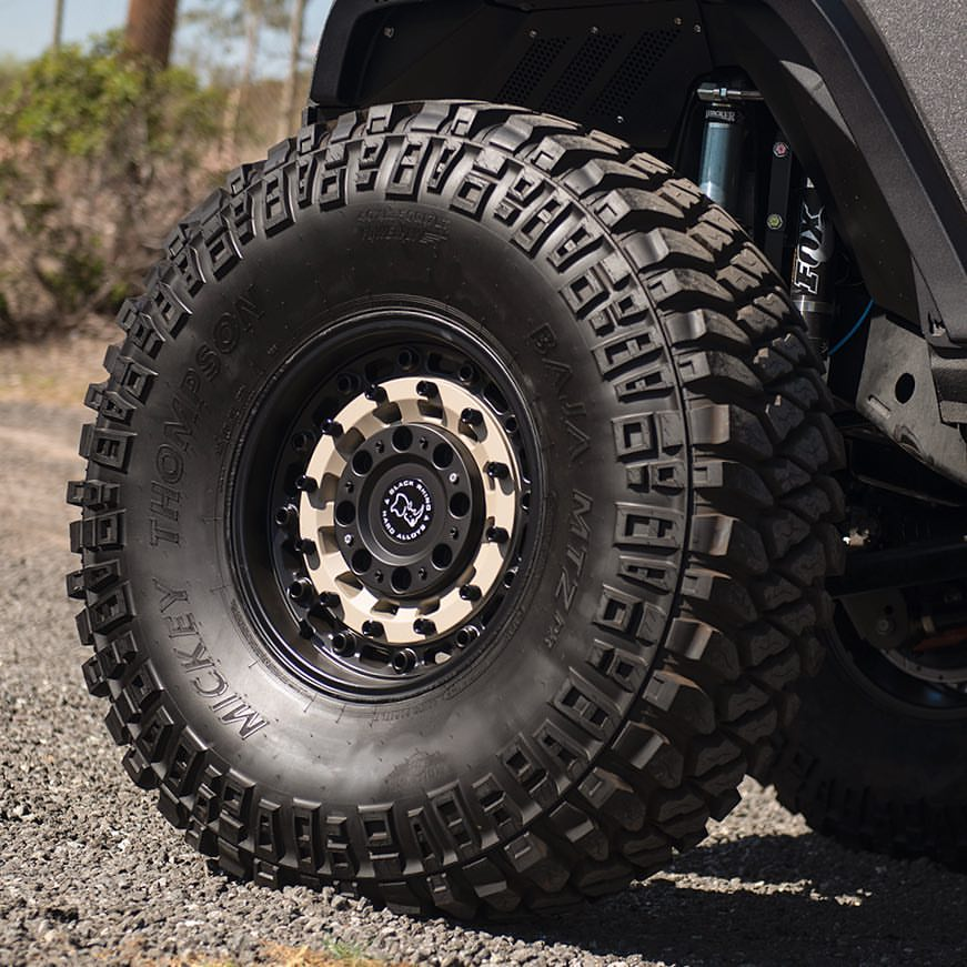 35 12 5 R17 >> 18 or 17 inch Rims with 35s no Lift post your pictures ...