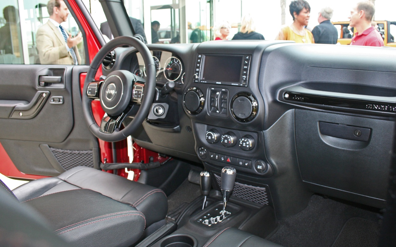 Wrangler Jeep Inside >> First Look Production Interior Of The 2018 Jeep Wrangler Jl Jlu