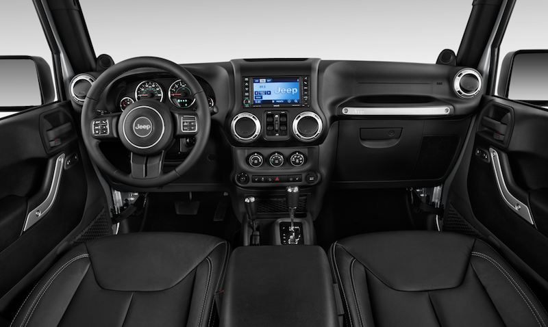 2016-jeep-wrangler-unlimited-sahara-dashboard.png