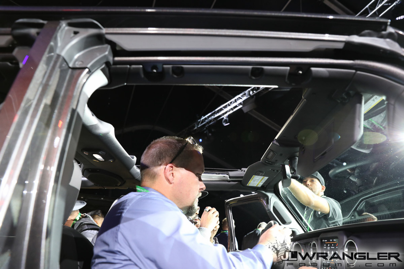 Jeep Wrangler Unlimited Interior >> Jeep Wrangler JL with Sky One Touch PowerTop Demonstration ...