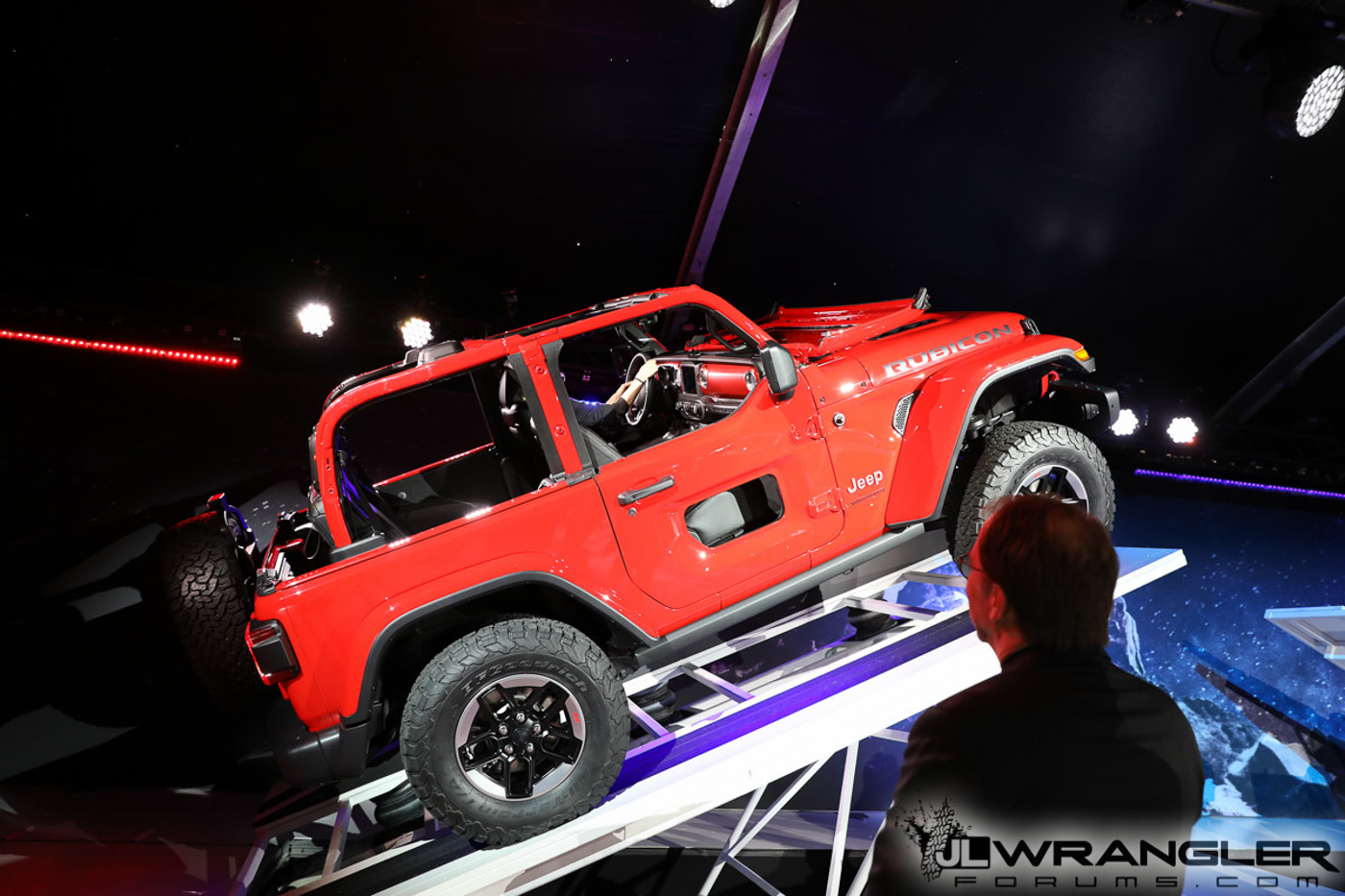 2018-Jeep-Wrangler-JL-Reveal-Rubicon-Firecracker-Red-1.jpg