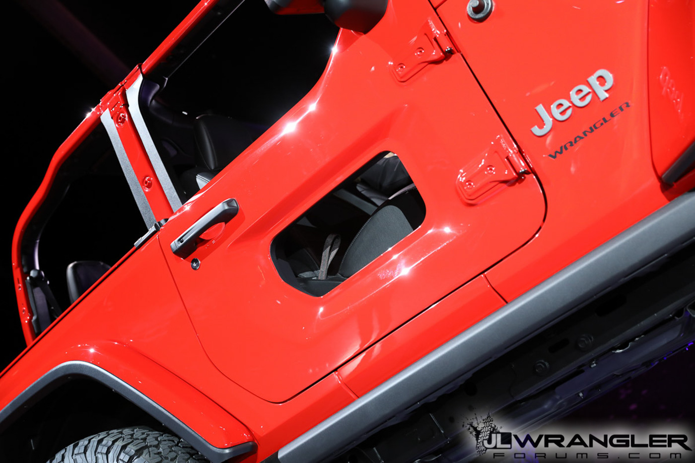 2018-Jeep-Wrangler-JL-Reveal-Rubicon-Firecracker-Red-3.jpg