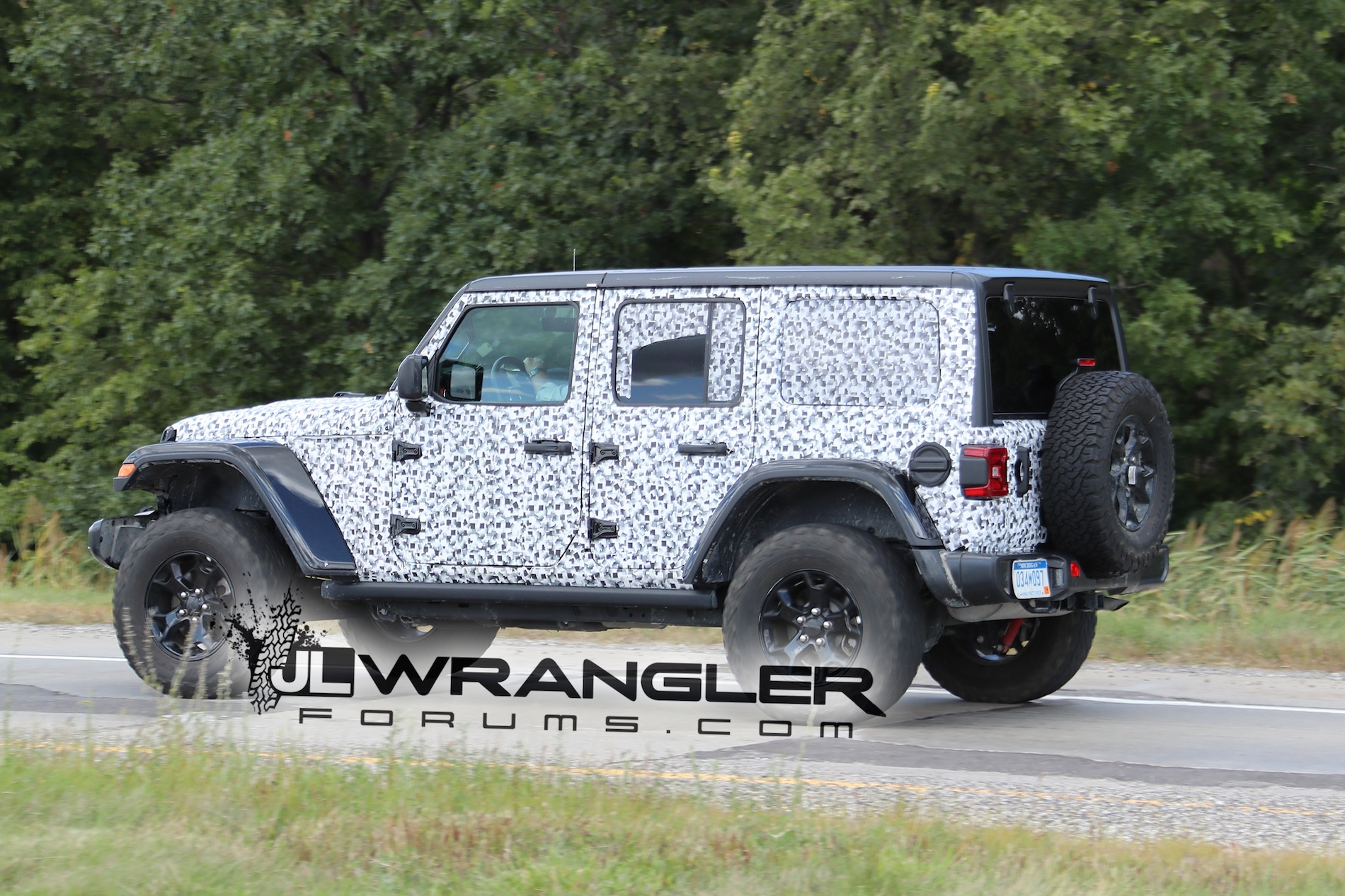 2018 jeep wrangler jl drops major camo revealing nearly. Black Bedroom Furniture Sets. Home Design Ideas