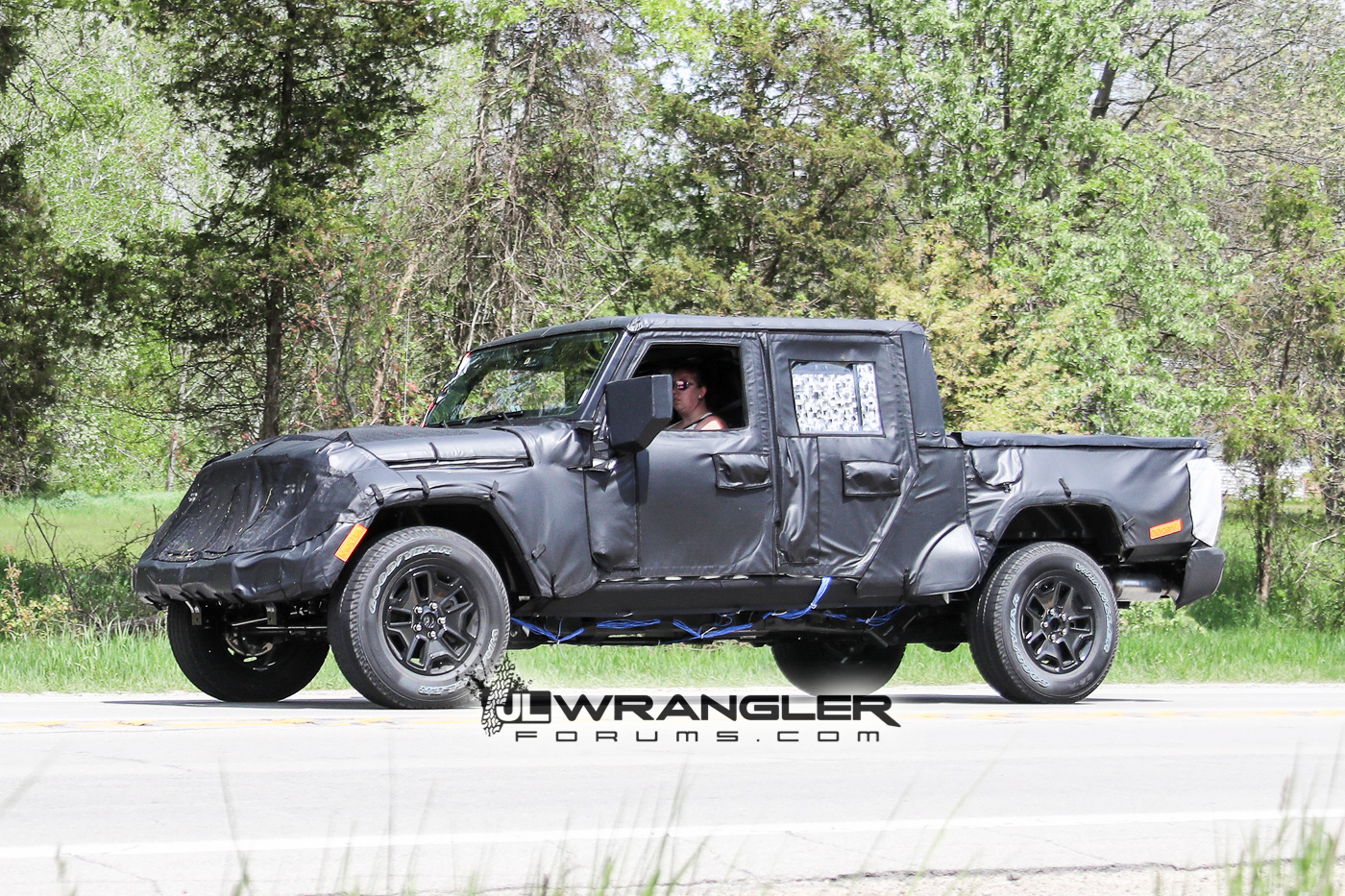 Jeep Wrangler Pickup Truck 2017 >> JT Wrangler Truck Testing on Public Roads, Shows Spare Tire Mount | 2018+ Jeep Wrangler Forums ...