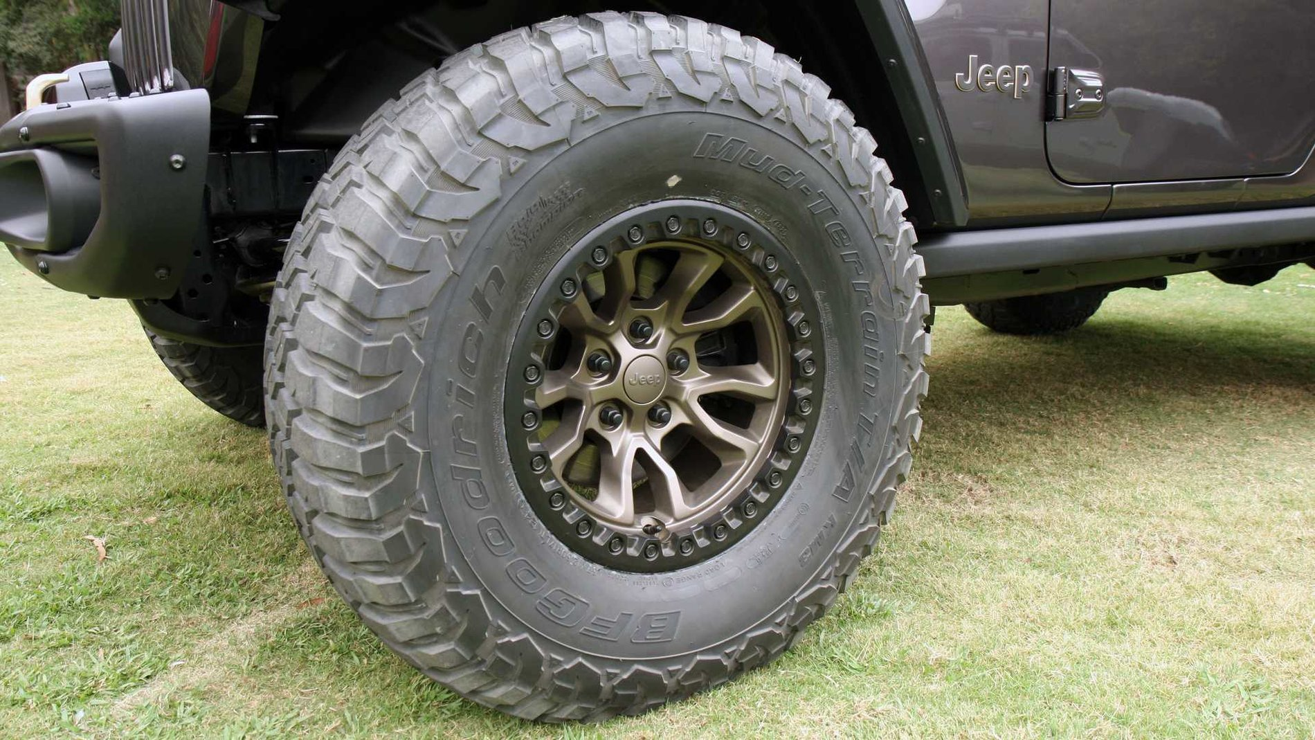 jeep-wrangler-392-concept-exterior-wheel-and-tire.jpg
