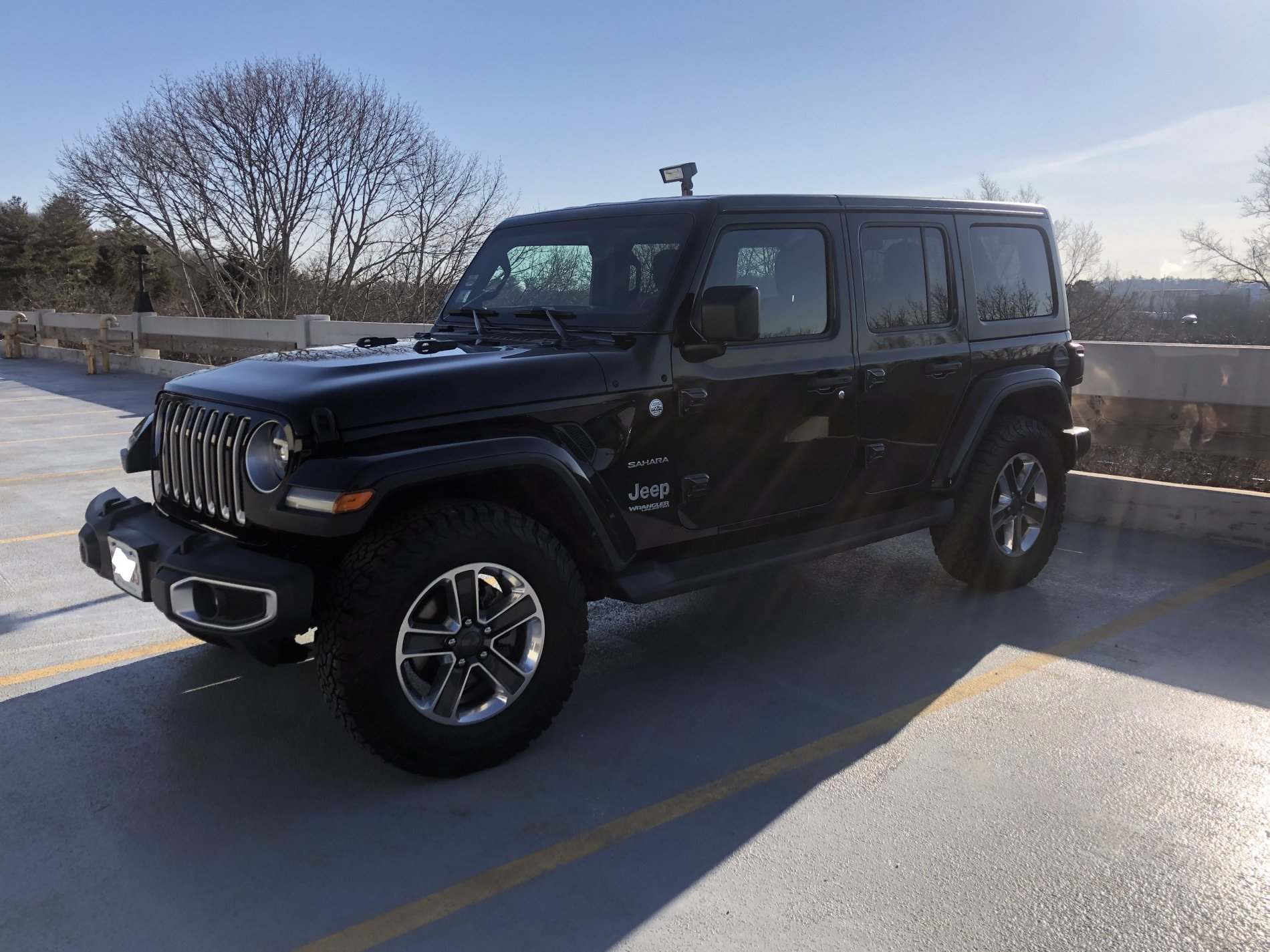Side of Jeep with 275.70.R18.jpg