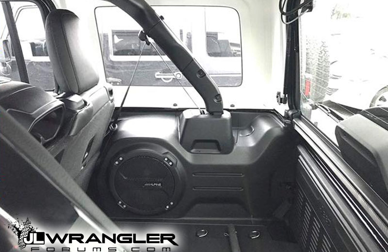 a look at jeep wrangler jl trunk cargo area with hardtop. Black Bedroom Furniture Sets. Home Design Ideas