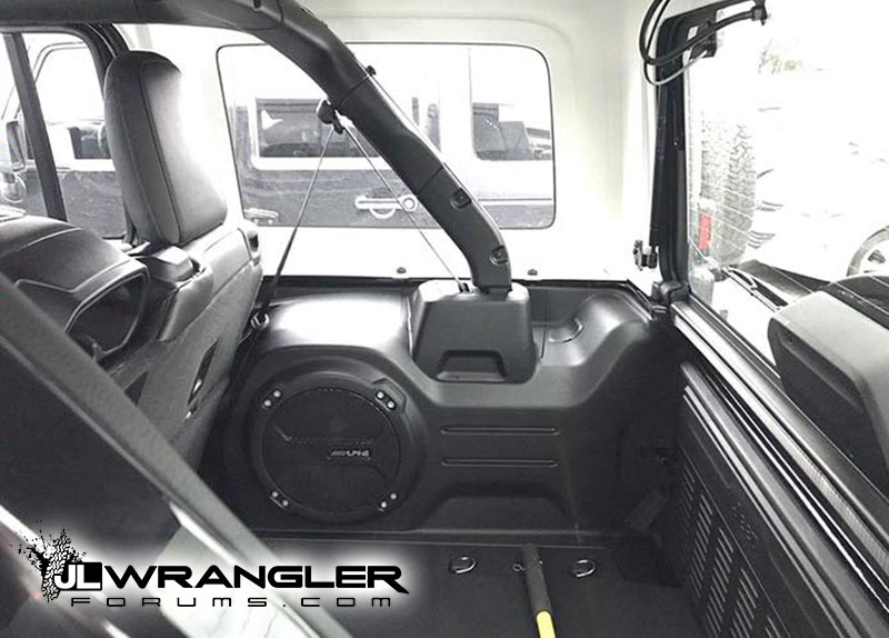 A Look at Jeep Wrangler JL Trunk / Cargo Area With Hardtop